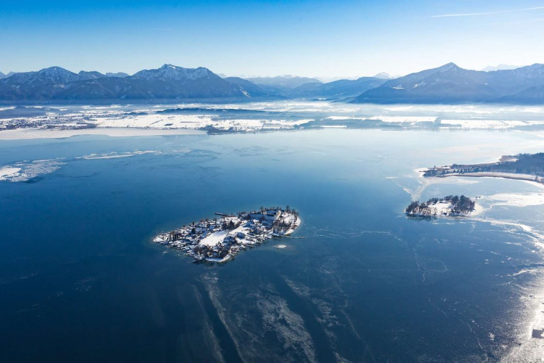 chiemsee alpenland winter fraueninsel