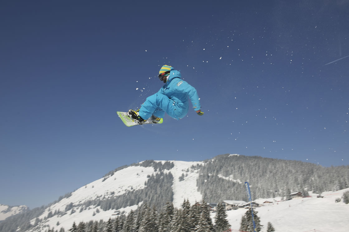 Französische Alpen_Snowpark_Snowboard fahren