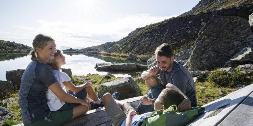 Familienwanderung in den Bergen
