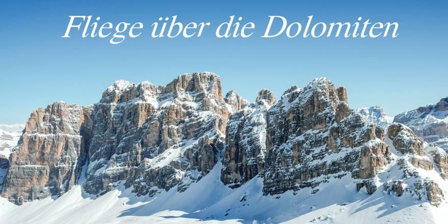 Hubschrauberflug über die Dolomiten