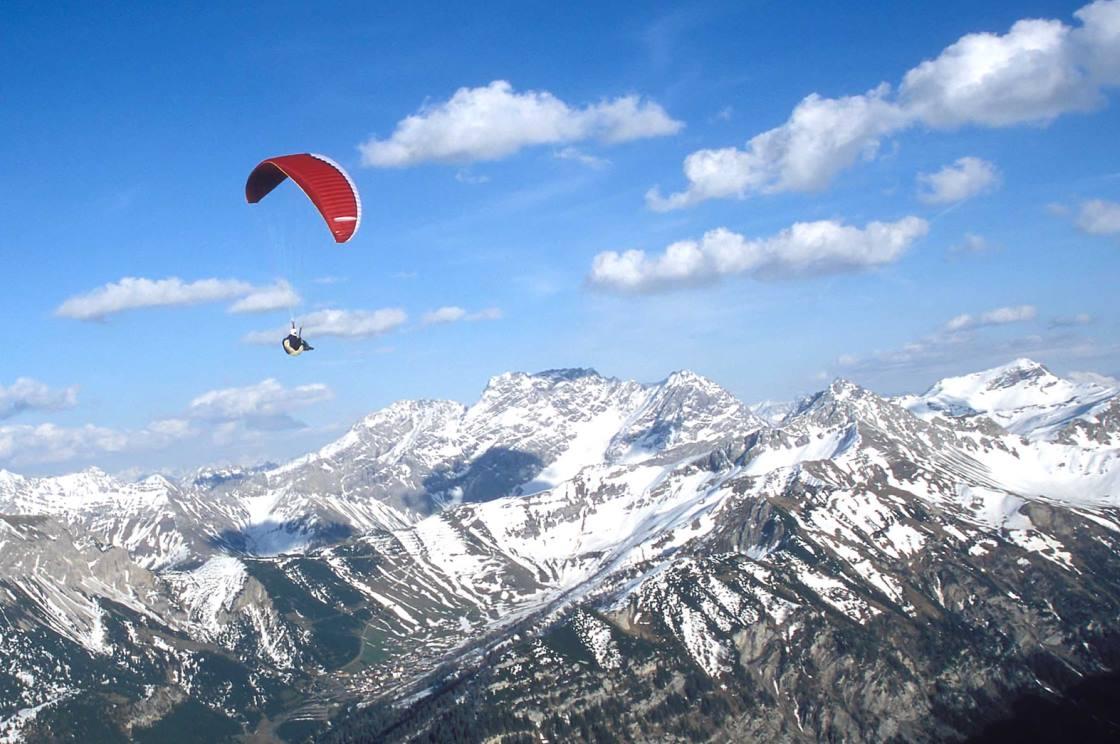 Gleitschirmflug über die Alpen Liechtensteins
