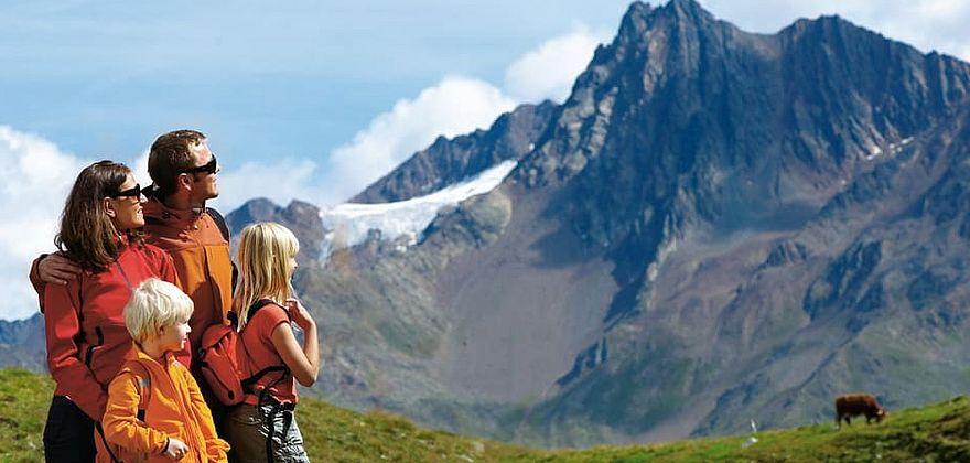 sommerurlaub mit der Familie in den Bergen