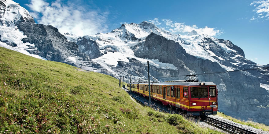 Eiger, Mönch und die ganze Jungfrau Region mit der Bahn erleben