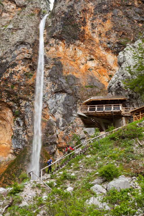 wandern zum Rinka Wasserfall