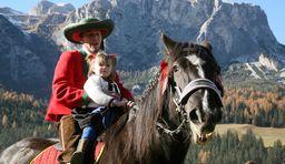 Herbsturlaub Südtirol Alta Badia Dolomiten Leonhardiritt