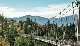 wanderung über die Hängebrücke Raiffeisen Skywalk